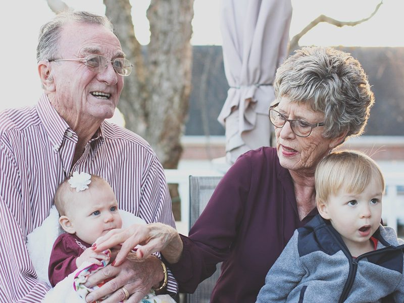 4-thoughtful-ways-you-can-help-elderly-relatives